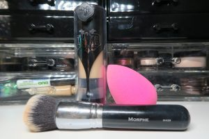 Kat Von D - Lock it liquid foundation - beauty blender and brush