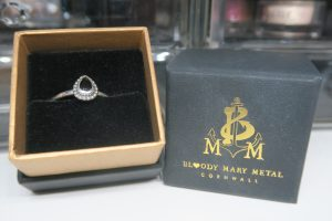 bloody mary metal - jette ring